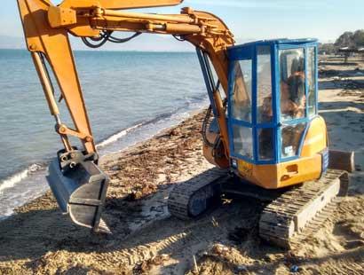 Καθαριότητα ακτών με ερπυστριοφόρο